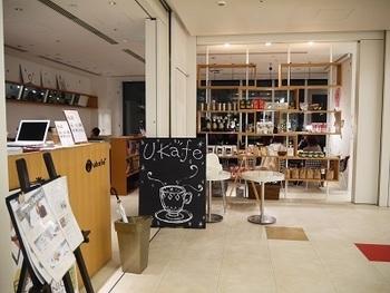 東京ミッドタウンのガレリア2Fにある「ukafe(ウカフェ)」は、ヘッドスパやネイルケアなどのビューティーサロンを手がけるお店です。