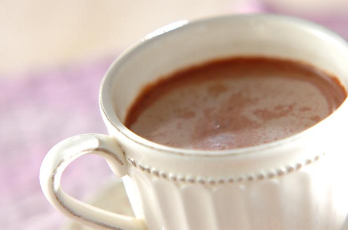 秋に食べたいマロンを使った、あたたかなチョコレートドリンク。ラム酒は糖質ゼロなので、体重が気になる方にもおすすめ。秋の香りいっぱいのホットドリンクです。