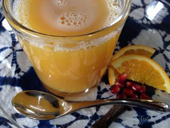 みかんやザクロのジュースを使えば、もっと手軽に美味しいドリンクがつくれます。甘みと酸味が口の中いっぱいに広がる、ノンアルコールカクテルです。