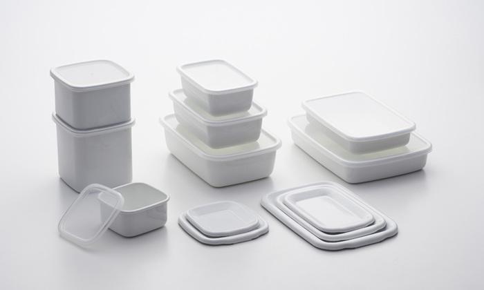 小分けにして保存したい時に便利なのがこちらの保存容器。さまざまな形を揃えておくと用途に合わせて選べて便利です。野田琺瑯の容器は、そのスタイリッシュなデザインが魅力。重ねて冷蔵庫に保存できるのも嬉しいポイントです。
