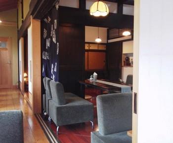 店内も和モダンテイストがとっても素敵♪広い空間でゆっくり頂くランチはとっても贅沢な気分が味わえます。