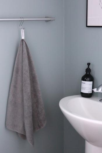 トイレのタオルは素敵なものを使いたいですよね。1日に何度も手を洗って拭くので雑菌が溜まりやすくなります。そのため、タオルは毎日交換するように心がけましょう。何枚か同じシリーズで替えがあるといいですよね。
