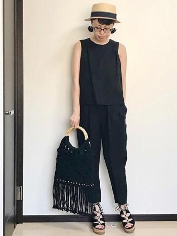 また、初めてBOHOスタイルにチャレンジするなら、バッグや靴など小物にだけフリンジや刺繍などをあしらったボヘミアンテイストを取り入れてみて。簡単だし、洗練された印象に仕上がるのでオススメです。