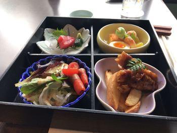武田尾温泉の宿「紅葉館 別庭 あざれ」では、料理の鉄人・神田川俊郎プロデュースの和食が頂けます。冬には郷土料理のぼたん鍋も味わうことができます。