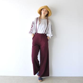 BOHOスタイルとは、自由奔放なジプシーやボヘミアンなファッションと、民族衣装の要素をミックスしたスタイルを指します。取り入れるだけで一気に秋ムードが高まるので、季節感を先取りしたい方にもおすすめです!