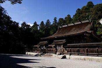 車で15分ほどのところには熊野大社本宮があります。合わせて参拝するのもよいですね。