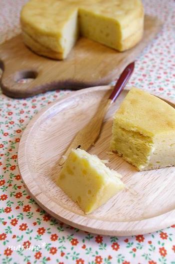 """さつまいもの洋菓子と言えば""""スイートポテト""""は定番ですね。そんなスイートポテトをケーキにしちゃうレシピがこちら♪ケーキなら個別に成形しなくて良いので簡単です。砂糖の量は、さつまいもの甘さに合わせて加減しましょう。"""