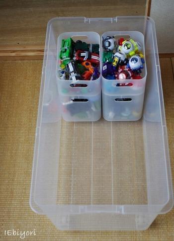 また、奥行きのあるケースなら、ボックスで中を仕切るのもオススメです。小さなおもちゃはボックスに、大きなおもちゃは手前の空いたスペースにと、容量いっぱいを効率的に利用できますよ。