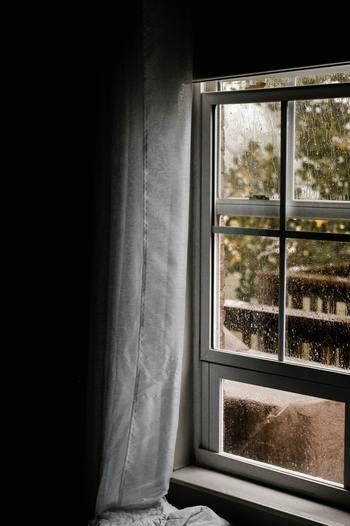 大人になってから泣くのは恥ずかしい?なんて思うかもしれませんが、悲しいときに涙を流すことは、心の緊張をほぐしてくれます。また、泣くことで安眠効果も期待できるのだそう。