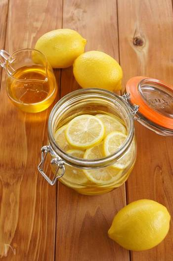 【はちみつレモン】  秋は酸味と甘みを同時にとることで潤いある身体に導いてくれます。はちみつレモンなら酸味も甘みも両方がとれてバッチリです。作り置きしておけば、食べたい時にすぐに使えるのもいいですよね。