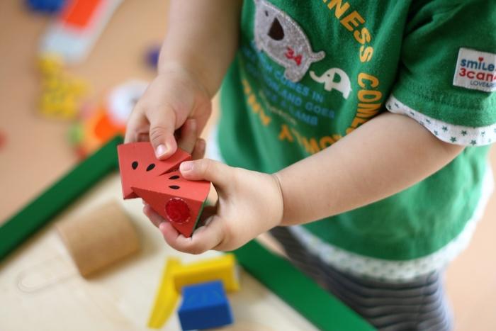 インテリアとの調和にお悩みなら、おもちゃの収納方法を見直してみませんか?すっきりまとまれば、お子さんも自主的にお片付けするようになるかもしれませんよ♪