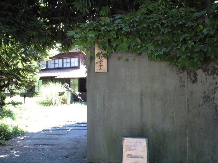 チェコの建築家、アントニン・レーモンド氏の東京麻布にあった自邸を模して作られた、高崎市の実業家・井上房一郎邸。井上氏が、設計者公認のもと忠実に再現した貴重な建築物です。