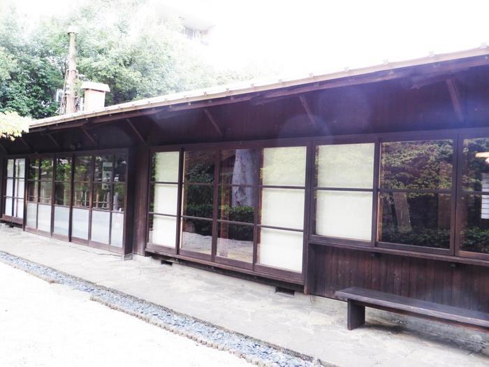 旧井上房一郎邸は高崎市美術館の裏手にあり、日本のモダニズム建築に大きな影響を与える建物「高崎哲学堂」として愛されています。