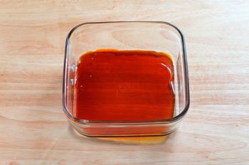 プリンの醍醐味「カラメルソース」ですが、本格的に作ると煮詰める工程で焦がしたり、煮詰め過ぎて苦くなりすぎたりと実は難しいもの。でもレンジを使うと洗い物も少ない&失敗する心配もありませんね。