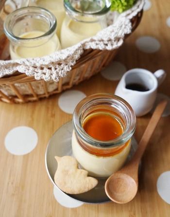 卵と牛乳、メープルシロップの3つで作れるプリンは、子どもたちにも大好評!シロップを別添えにすれば、それぞれが甘みの調節もできますね。