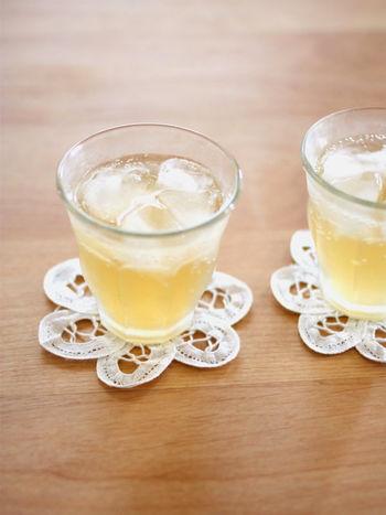冷えに良いとされる生姜のシロップは、アイスでもホットでも楽しめ、スイーツにも使えるので常備しておくと便利です。こちらは、てんさい糖のやさしい甘さが楽しめるレシピです。