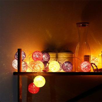 丸くて可愛いコットンボールランプは、ぽわっと咲いているような光が、幻想的な空間を作り出してくれます。優しい色合いと温かな光が穏やかな気持ちにさせてくれますね♪