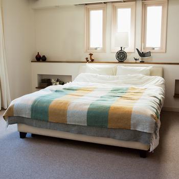 多くの人に愛されるスウェーデンのブランド、「KLIPPAN(クリッパン)」のブランケット。秋に人気のチェック柄でシンプルな寝室を素敵に彩ってくれます。秋カラーでもあるイエローと優しいグリーンが可愛い♪ゆっくりと眠れそうです。