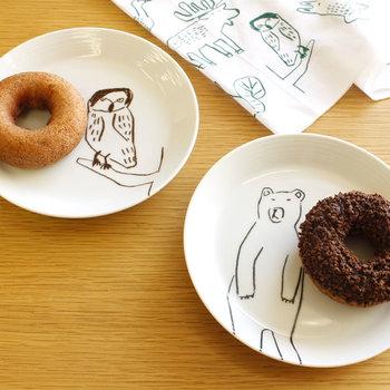 17cmの万能サイズだから、ティータイムや朝食で大活躍。同じデザインのフクロウバージョンもあるから、揃えれば一層楽し気に。