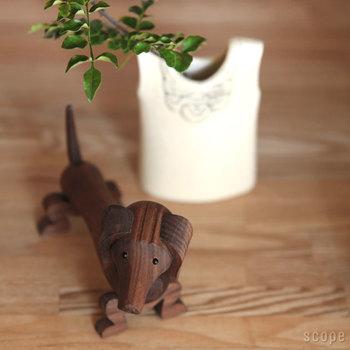 実はこのわんちゃん、「カイ・ボイスン」の木製玩具作品の中で最も古いというから驚きです。今にも「くーん」と甘えてきそうな表情をしていますよね♪お客さまにも愛されるはずなので、ぜひ家族の一員にいかが?