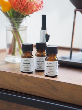 エッセンシャルオイルは、その日の気分で選べるように、数種類用意しておくのもおすすめです。気分や体調によっても香りの感じ方が変わるので、体の声にも耳を傾けるきっかけにもなりそう。