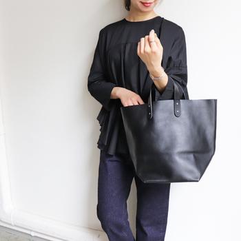 普段の着こなしに季節感を添える秋のバッグたち。トップスとボトムのワンツーコーディネートも、技ありなおしゃれルックにシフトします。新しいバッグをお探しの方は、ぜひ参考にしてみてくださいね♪