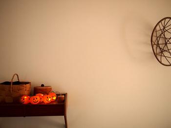 もともと、ランタンとしての役割を果たしていたジャック・オー・ランタン。中に灯りを入れることで、優しいイメージの空間が出来上がります。
