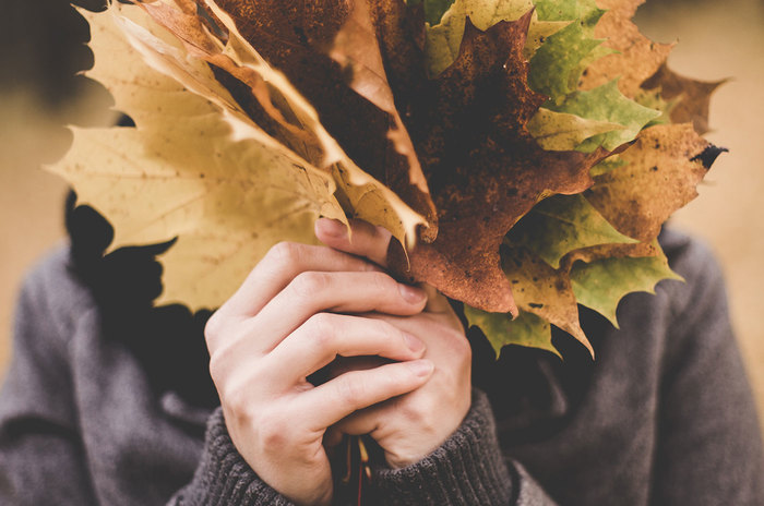 """この秋、""""ほっこり""""はお休みしよ。「トレンド小物」が決め手!大人のナチュラルコーデ"""