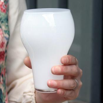 グラスの下部は細くなっているので、とても持ちやすい設計になっているのも嬉しいポイント。ビールなどをゆっくりと飲むのに最適です。