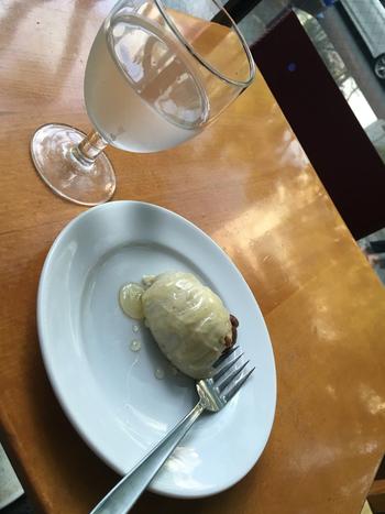 """「東京・青山界隈*長く愛され続けるカフェ&喫茶の名店11選」でもご紹介した""""姉妹店""""ロータスと同じ『ゴルゴンゾーラチーズケーキ』は、こちらでも頂けます♪"""