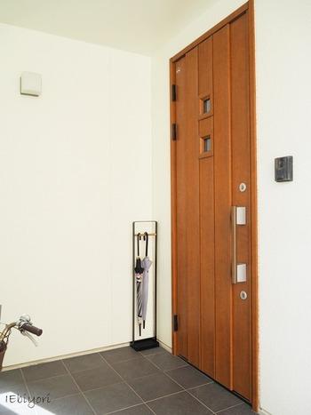 玄関の外部分に置いていても、場所を取らないので便利ですよ♪