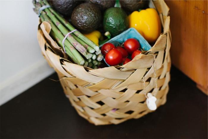 常温保存ができ、かさ張りがちな根菜類は、ビニール袋や紙袋のままついついキッチンに仮置きしがちに…。料理の度に移動させたり、動線の邪魔になってしまったり、さらにはキッチンの見栄えも悪くなってしまいます。