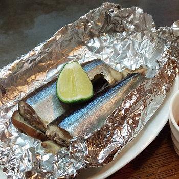 「ホイル蒸し」が作りたいときにはアルミホイルを用意しましょう。フライパンでも作ることができますよ。魚、肉、野菜など、レシピも種類豊富なのでバリエーション広く楽しめます。その他、器のフタ代わりに利用することも♪