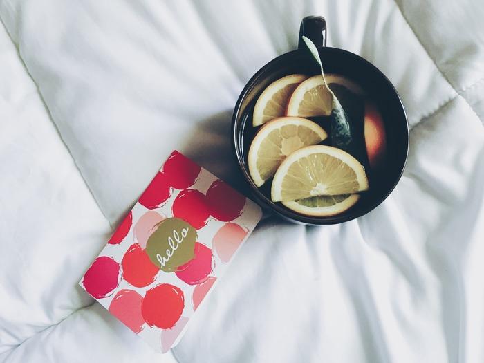 ハーブティーで体を温めながら、ほっこりと過ごすのも秋の夜長ならでは。カフェインの入っていないものを上手に選んで、眠りの妨げにならないようにしましょう。