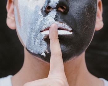 肌の浸透力がイマイチと感じた時は、毛穴に詰まった皮脂や角質をキレイにする効果があるクレイパックがオススメ!スペシャルなケアをする事により、ゴワ付いていた肌が柔軟になり、化粧水の浸透力がアップします。