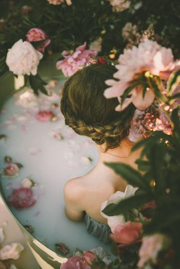 嫌なことがあったり、思うようにいかなかったりすると、不安やイライラといったネガティブな気持ちでいっぱいになってしまいますよね。そんなときには「感情を手放すノート」を試してみて。感情を書き出したら、それぞれにイライラくん、モヤモヤちゃんというようなユーモアのある名前を付けます。そうすることで「自分は今こんな感情をもっているんだな」と距離をおいて見ることができ、いずれは手放せるようになります。
