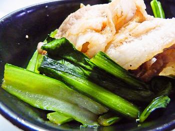 """クセの少ないさっぱりヘルシーな""""小松菜""""と多様なレシピと合うスタミナ満点の""""豚肉""""の組み合わせは、相性バツグン♪さまざまな調味料とも相性が良いため、いろいろなバリエーションが楽しめますよ。そんな名コンビのレシピの数々をたっぷりご紹介します!"""