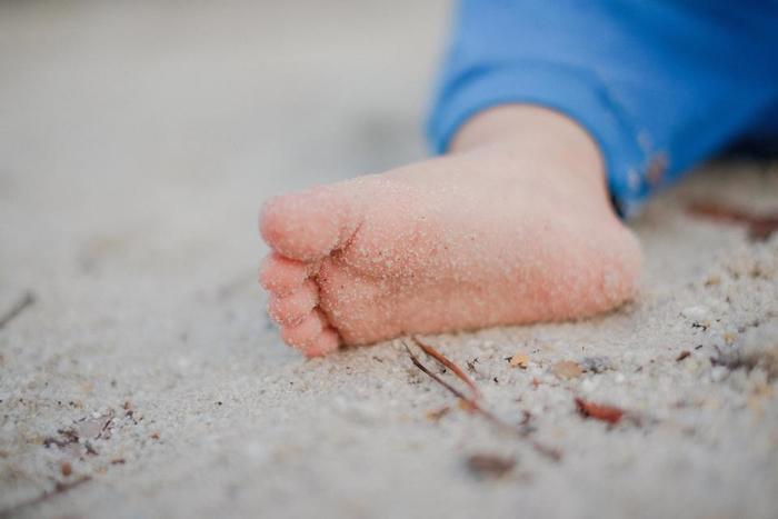 好奇心旺盛なので、大人が思いも寄らない場所に行ってしまうことも。 歩き始めた赤ちゃんには危険がいっぱいです。