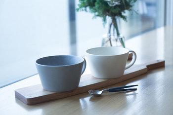 マットな質感とスモーキーな色合い・・・大人の秋冬のテーブルコーディネートをブラッシュアップしてくれるような、おしゃれなスープカップです。