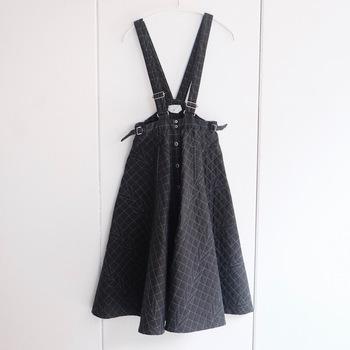 おしゃれで便利なジャンパースカート。下に着るアイテムを変えるだけでなく、カーディガンやシャツを上から羽織ったりと、他にもまだまだいろんなコーディネートがつくれます。みなさんもぜひ参考にして、ジャンパースカートの着こなしパターンを広げてみてくださいね♪