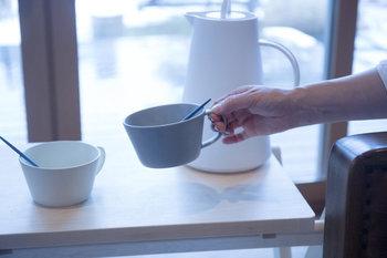 コーヒーカップよりも大き目だから、スープを入れるのに丁度いい。メインにスープを楽しみたい、そんな時に使いたい。もちろんカフェオレボウルやシリアルなどを入れるのに使っても◎。