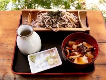 山梨名物のほうとうや、手打ちそば、岩魚の塩焼き、味噌おでんなど美味しいものがいただけます。