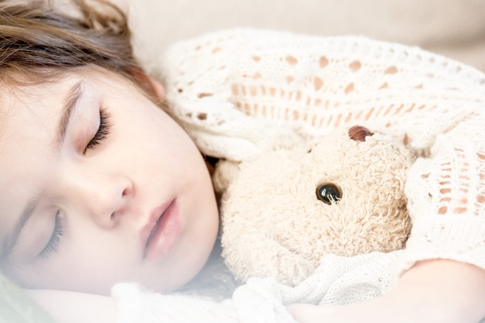 お子さんを寝かしつけるときにベッドサイドで絵本を読んであげるなら、持ち運びが便利なスツールがおすすめ。お子さんが寝たら、部屋の隅にそっと寄せて起こしてしまうことなく部屋を出れます。  ✻座っている時間・1時間以内 ✻求める座り心地・★★★☆☆ ✻持ち運びのしやすさ・★★★★★