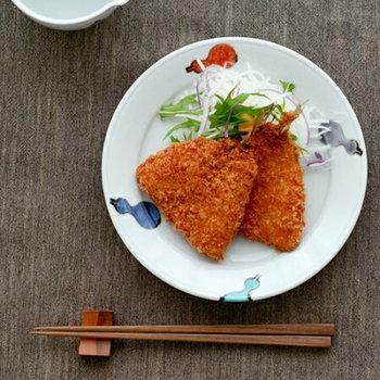 可愛らしく彩り鮮やかな九谷焼の器は、和の遊び心たっぷりで、食卓を楽しく彩ってくれます。