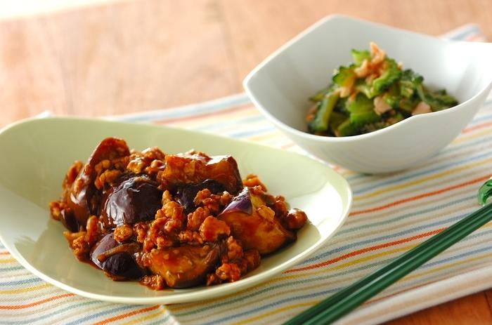 基本のマーボーナスは中華料理ですので、調味料には豆板醤やテンメンジャン(甜麺醤)、酒や鶏ガラスープなどを使います。テンメンジャンがないときは、家にある味噌や醤油、ごま油、砂糖などで代用できます。トロミをつける片栗粉も忘れずに。