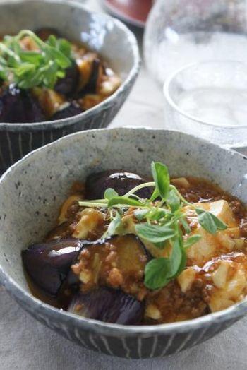 中華料理のマーボーは豆板醤、テンメンジャンなどを使って作りますが、韓国風マーボーはコチュジャンだけで作れます。コチュジャンだけ常備している方にもオススメです。