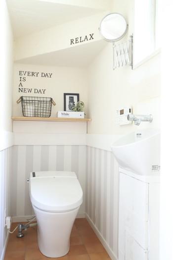 コンパクトな空間のトイレは、生活感が出がちになってしまいますよね。逆に白い壁に合わせ過ぎると殺風景になってしまい、なんだか落ち着かない...という方へ、今回は、いつものトイレをより快適で落ち着ける空間にする為の掃除のひと工夫や、おすすめアイテムをご紹介致します。