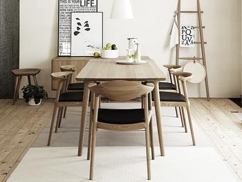 部屋の中でも占める面積の大きなダイニングテーブルだから、リビングダイニングの印象だけではなく、家全体のインテリアの雰囲気もガラッと変えることができるはず。