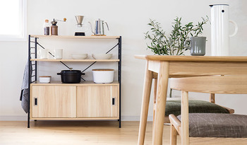 そんな北欧で選ばれることが多いのが、味わいが変化していく木製のダイニングテーブル。年月を重ねるごとに雰囲気が増していくような、温かみのあるテーブルを選んでみては?
