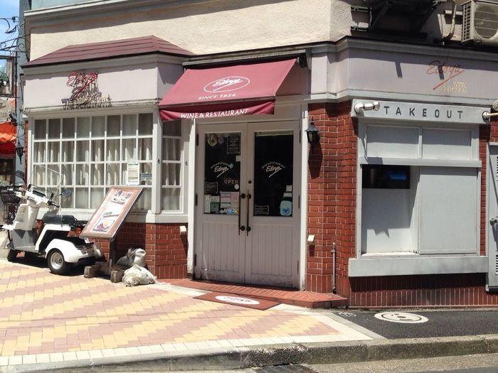 """麻布十番商店街にある洋食屋さんといえば「Edoya(エドヤ)」と名前があがるほど有名なレストラン。""""町の洋食屋さん""""といった外観で、今も昔も変わらぬ洋食メニューが味わえます。"""